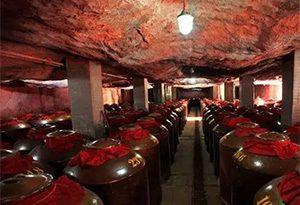 储存在山洞里面的白酒