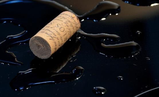 红酒木塞和拧盖区别?